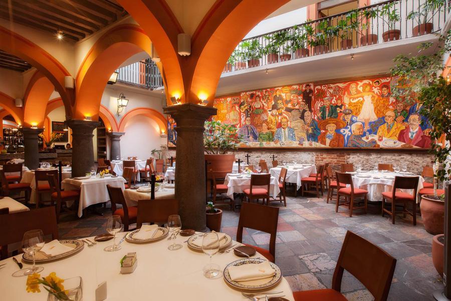 Vista del interior del Mural de los Poblanos en el Centro Histórico